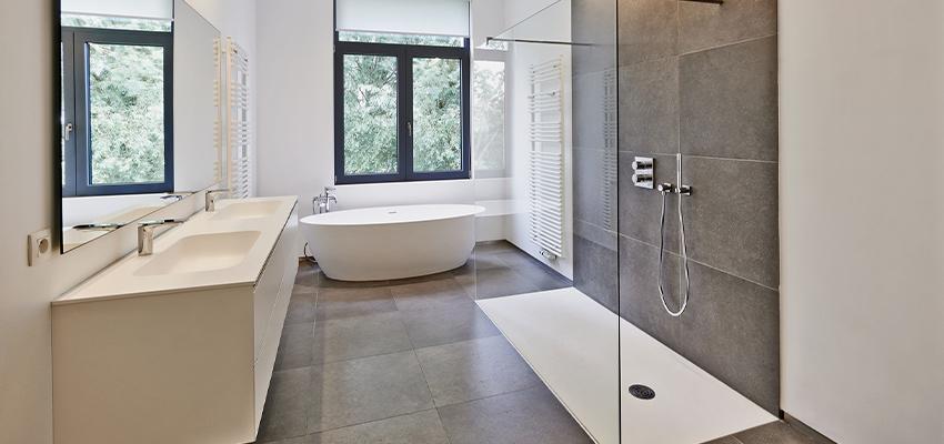 Badsanierung modern Fliesen Mosaik Kacheln